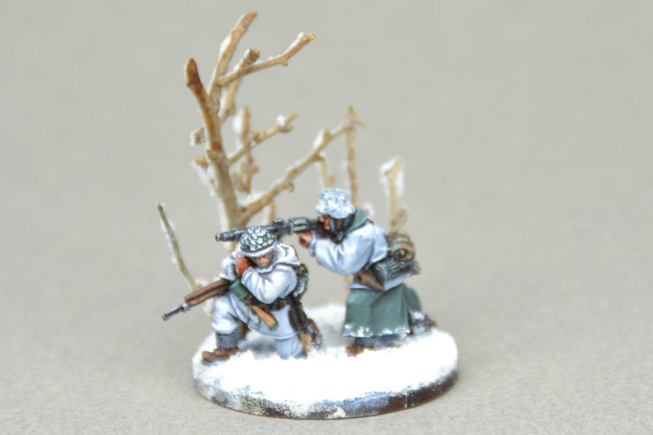 Figuras pintadas en la nieve